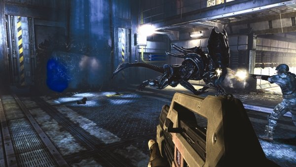 aliens-colonial-marines-crusher_charge