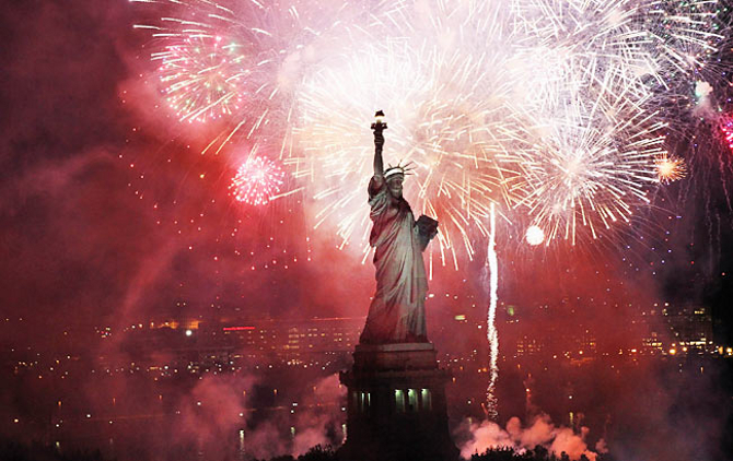 statue-of-liberty-fireworks