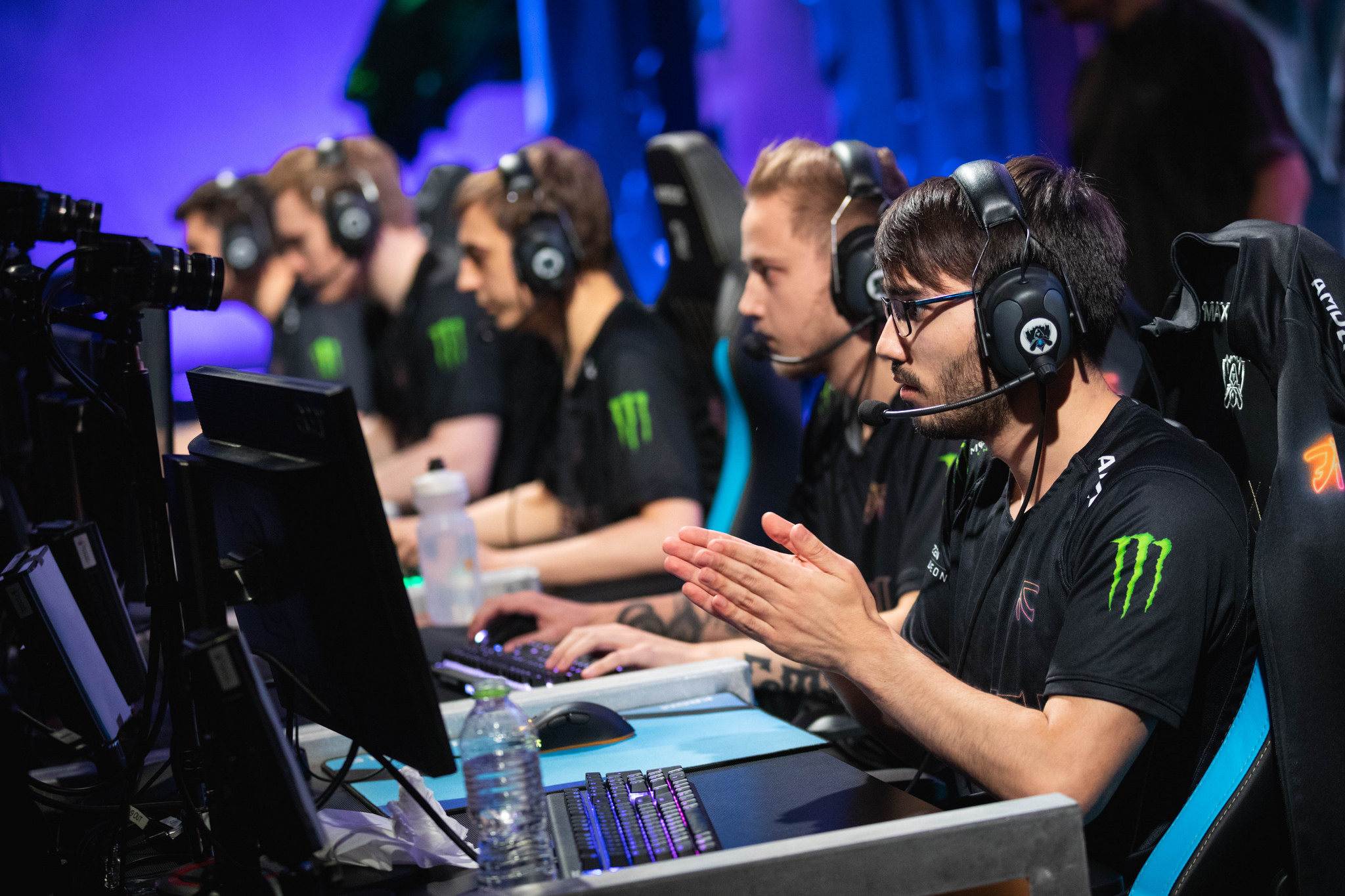 Fnatic and Invictus Gaming Advance in League of Legends