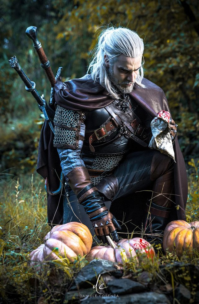 The Witcher 3 Geralt Cosplay in All Its Bearded Glory