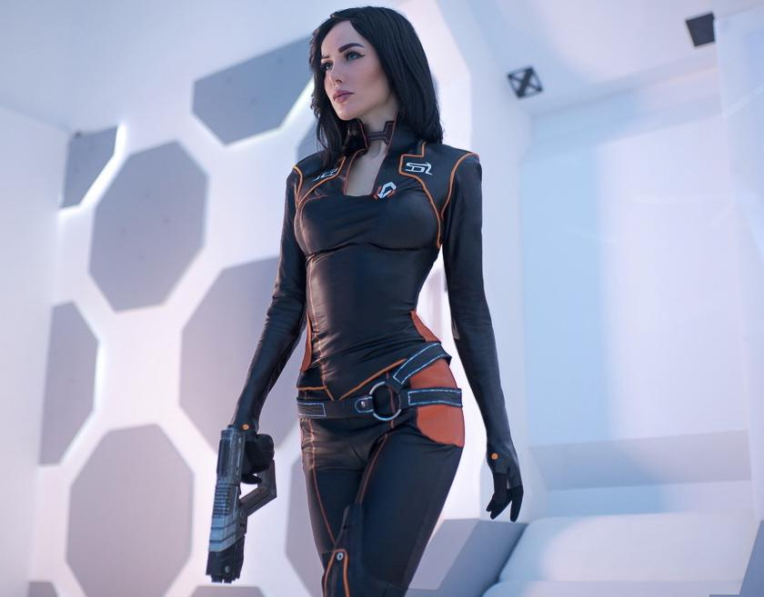 Mass Effects Miranda Lawson Cosplay Is Out of This World